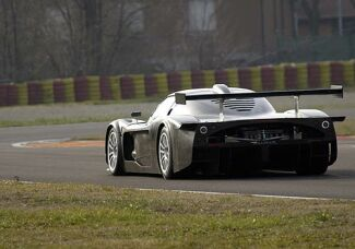 http://www.italiaspeed.com/2004/motorsport/sportscars/fia_gt/08_imola/preview/mc12/001.jpg