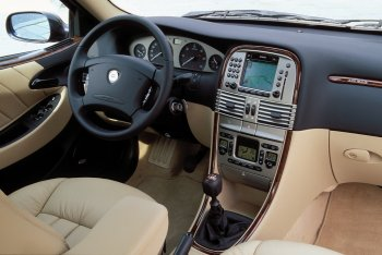 http://www.italiaspeed.com/2005/cars/lancia/06/lybra/lybra_executive_2.jpg