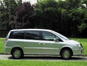 http://www.italiaspeed.com/2005/cars/lancia/08/future/lancia_phedra.jpg