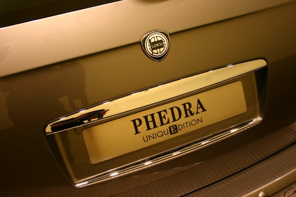http://www.italiaspeed.com/2005/motor_show/frankfurt/review/lancia/phedra_unique_edition/121.jpg
