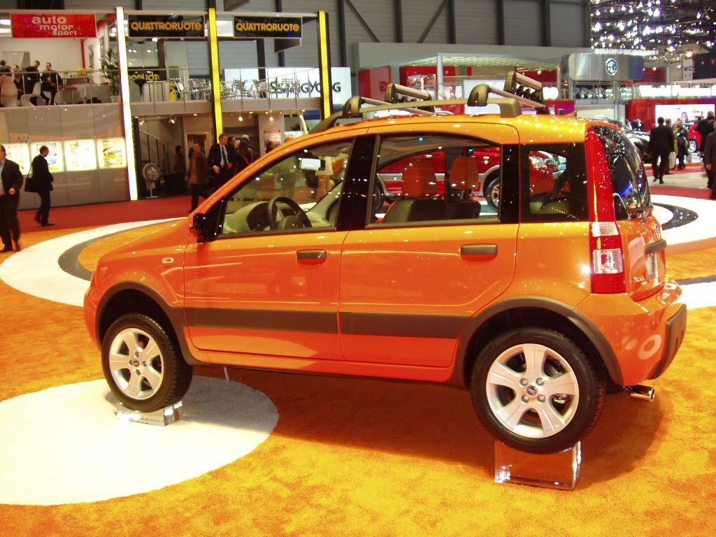 fiat panda 4x4 climbing at the 2005 geneva international motor show pictures. Black Bedroom Furniture Sets. Home Design Ideas
