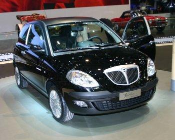 http://www.italiaspeed.com/2006/cars/lancia/03/ypsilon_moda_milano/lancia_ypsilon_moda_milano_1.jpg
