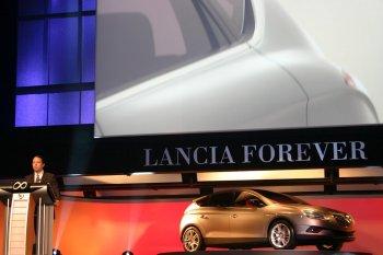http://www.italiaspeed.com/2006/cars/lancia/09/film_festival/teatro_la_fenice/lancia_delta_hpe_concept_car_4.jpg