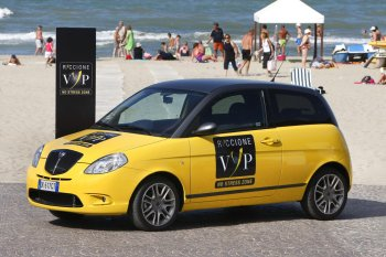 http://www.italiaspeed.com/2007/motor_shows/frankfurt/preview/lancia/preview/lancia_ypsilon_sport_momodesign.jpg