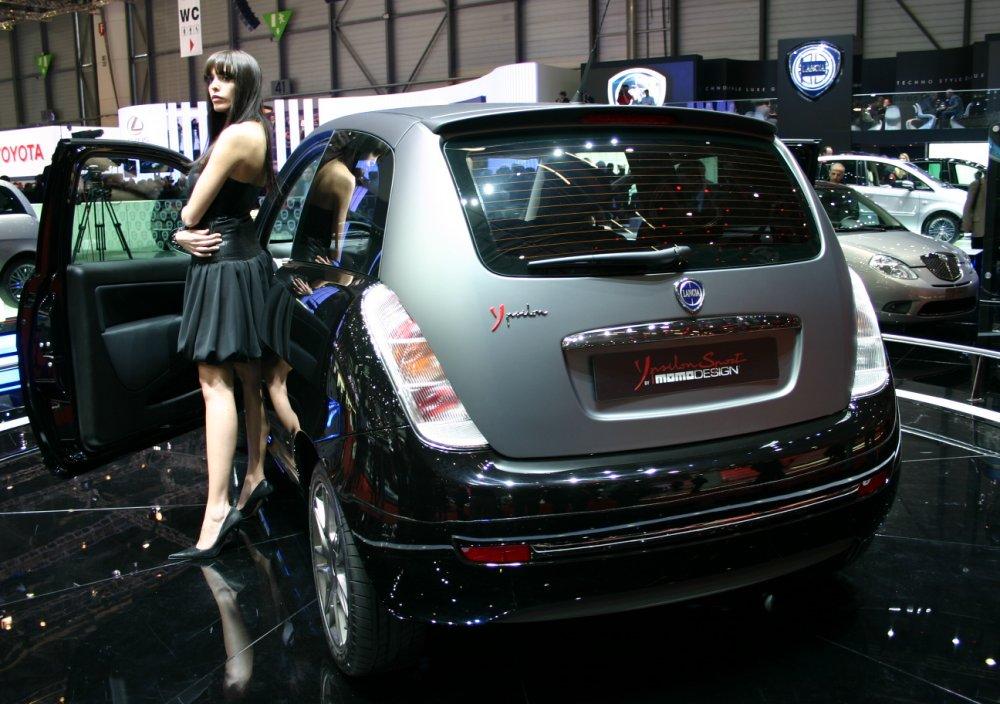 http://www.italiaspeed.com/2007/motor_shows/geneva/lancia/ypsilon_momo_design/107.jpg