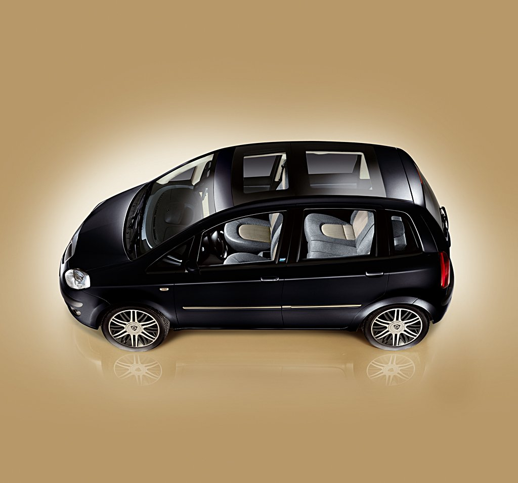 musique publicit fiat 500l trekking. Black Bedroom Furniture Sets. Home Design Ideas