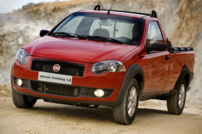fiat strada pickup unveiled. Black Bedroom Furniture Sets. Home Design Ideas