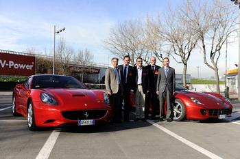 Ferrari krijgt kerstboom met energiezuinige verlichting for Ferrari christmas