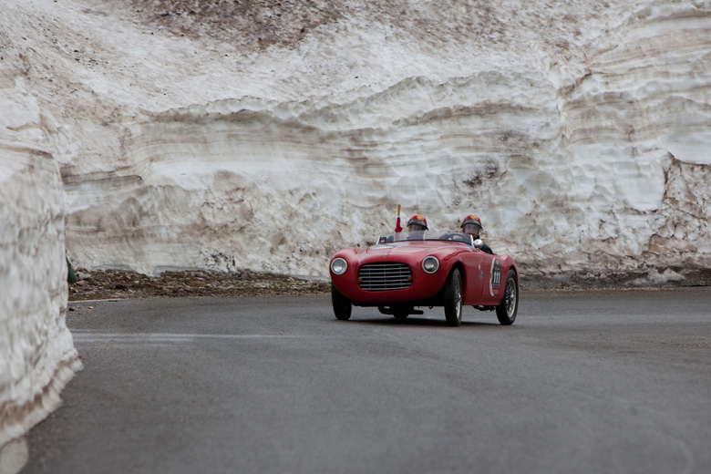 http://www.italiaspeed.com/2009/cars/others/events/1000_miglia/gallery_mille_miglia_05/122.jpg