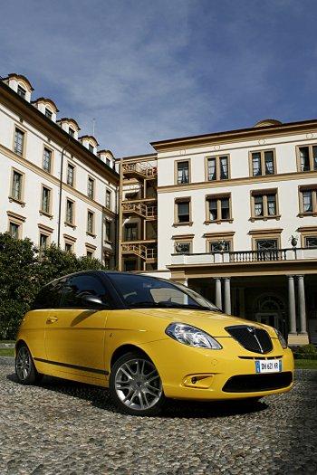http://www.italiaspeed.com/new_models/2007/lancia/ypsilon_momodesign/lancia_ypsilon_sport_momodesign_6.jpg