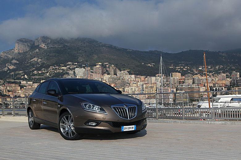 http://www.italiaspeed.com/new_models/2009/lancia/18_di_turbojet/gallery/119.jpg